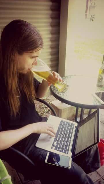 Olutta arvioimassa.