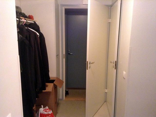 Uuden asunnon eteinen. Ihan oikea eteinen!