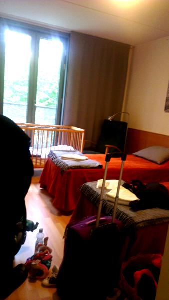 Veeran ottama kännykkäkamerakuva hotellihuoneesta juuri saavuttuamme.