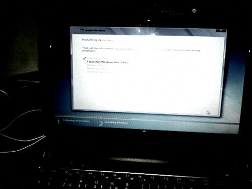 Windowsin asennusta Acer-miniläppäriin